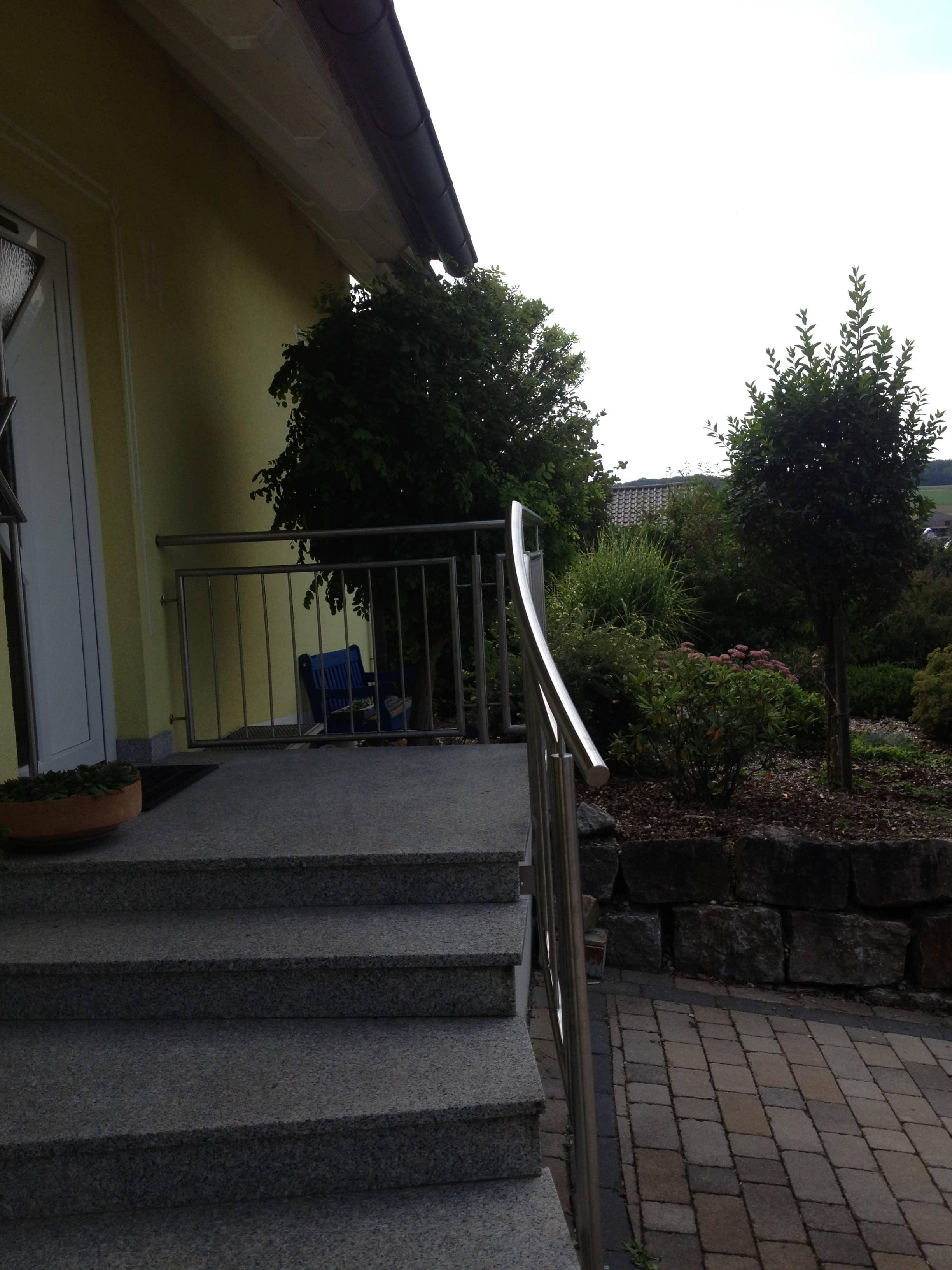 Individueller Edelstahl Treppenhandlauf von Metallbau Häusler
