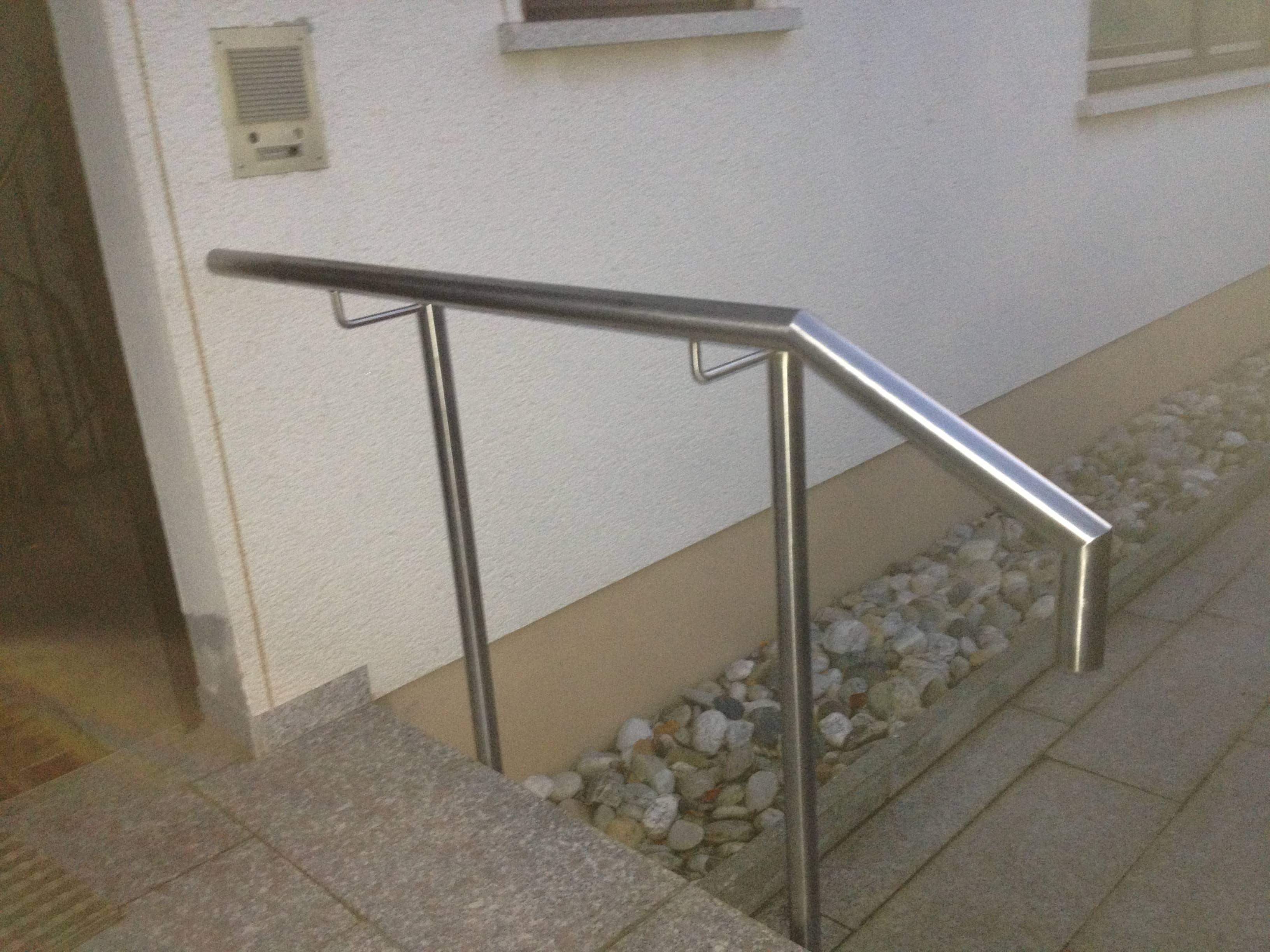 Edelstahl Treppenhandlauf von Metallbau Häusler