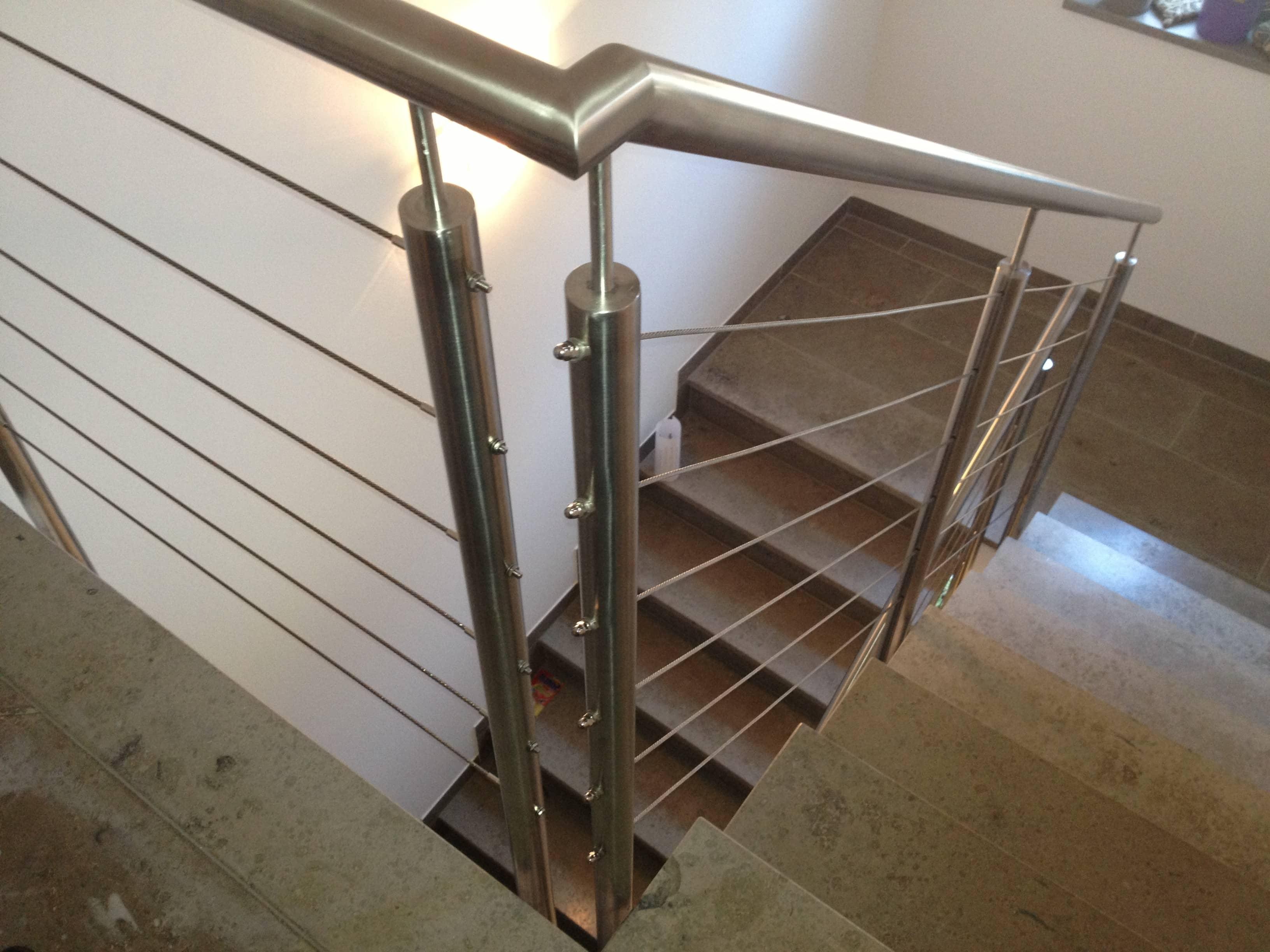 Treppengeländer aus Edelstahl mit Edelstahlseilen von Metallbau Häusler