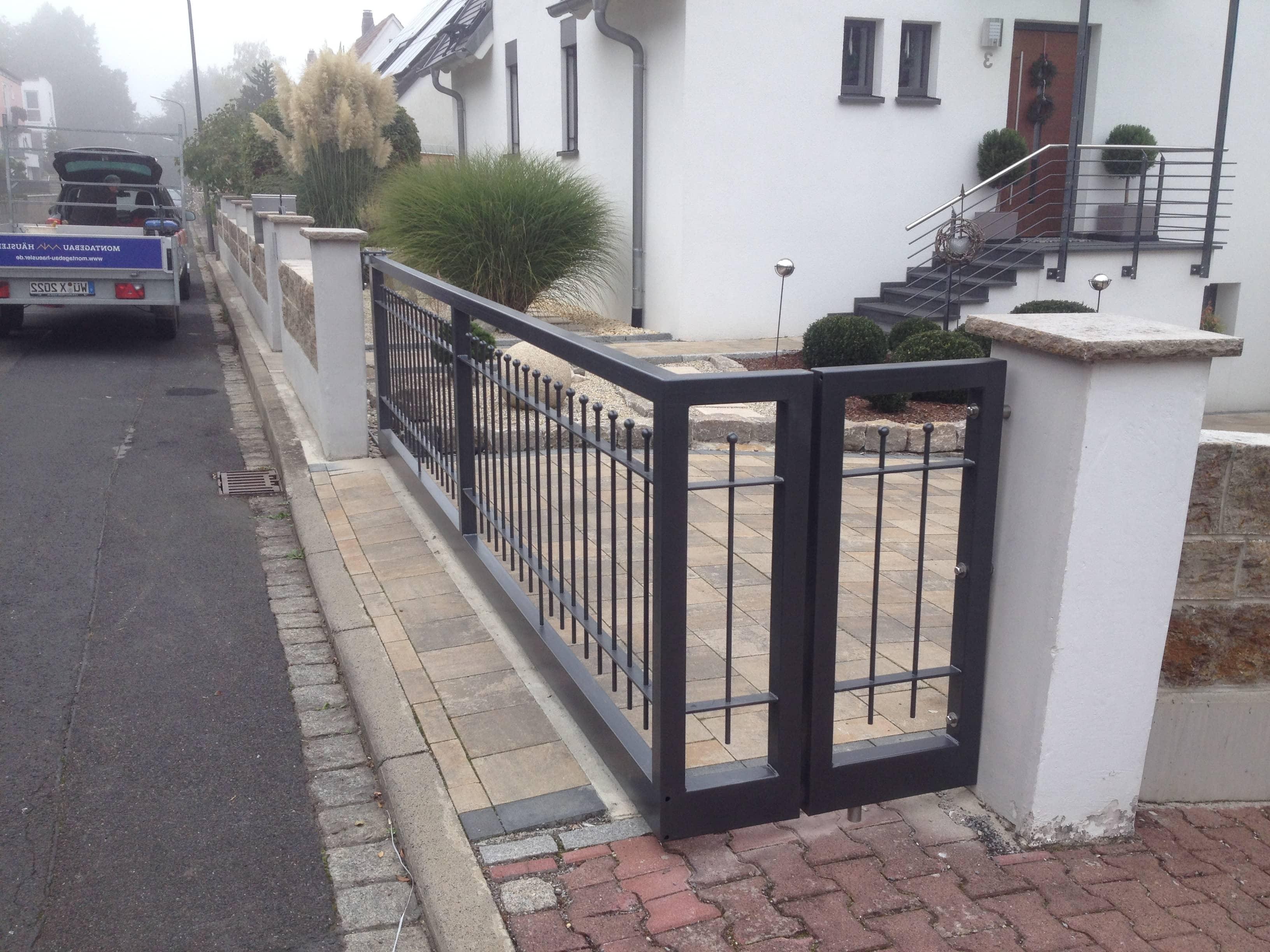 Individuelle Einfahrtstor aus Metall von Metallbau & Zaunbau Häusler