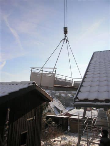 Montage eines Stahlbalkons von Metallbau Häusler