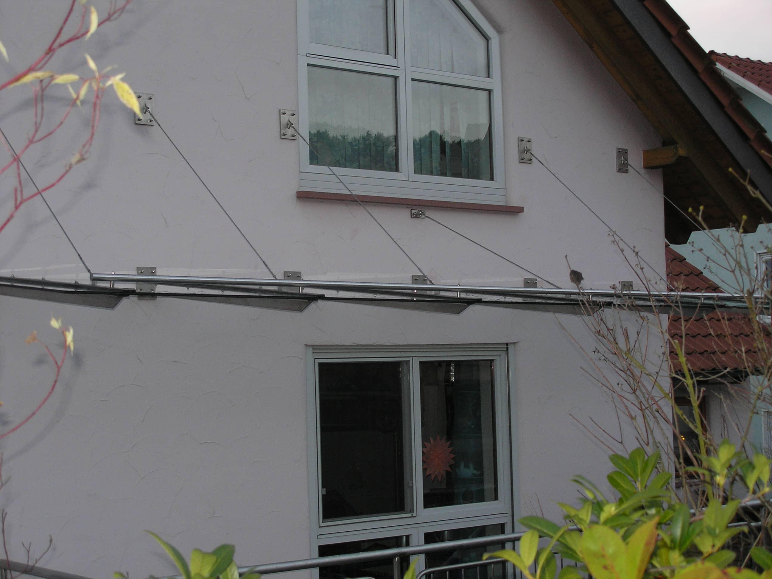 Vordach aus Edelstahl und Glas von Metallbau Häusler